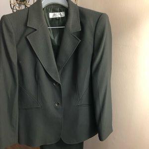 Tahari 2-Piece Olive Green Pant Suit